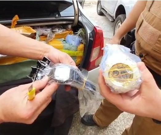 Homem é preso com relógios contrabandeados
