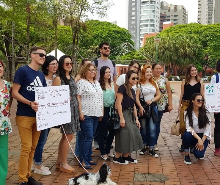 Jovens se mobilizam em protesto contra as mudanças climáticas