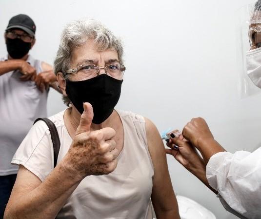 Maringá vacina idosos com 67 anos ou mais nesta terça-feira (30)
