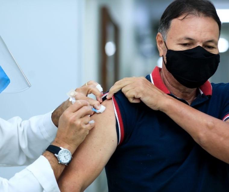 Força-tarefa vai remanejar vacinas em caso de temporal, diz secretário