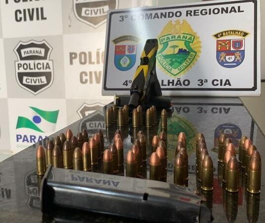 Homem é preso com pistola e 'kit rajada' em carro em Marialva