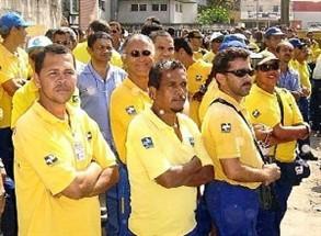 Carteiros rejeitam proposta da empresa e decidem manter greve