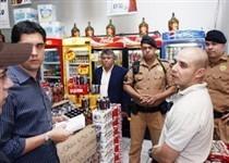 Dois estabelecimentos foram multados por venda ilegal de bebidas alcoólicas perto da UEM
