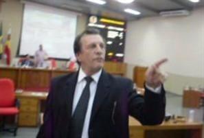Supersalário provoca bate-boca entre vereador e populares na Câmara Municipal de Maringá