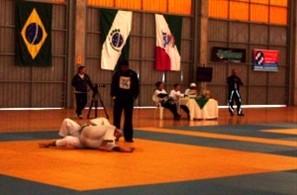 Atletas de vários estados participaram nesse domingo em Maringá da 6ª Copa Singratur de Jiu Jitsu