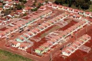 Justiça suspende o cumprimento de reintegração de posse das casas populares invadidas do conjunto Moradias Atenas, em Maringá
