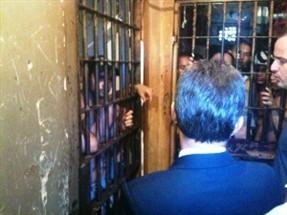 Comissão de Direitos Humanos da Assembleia Legislativa visita cadeia de Sarandi. A cadeia está superlotada e registra um surto de tuberculose