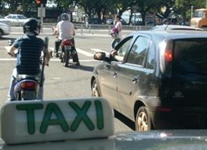 Táxis faturam na volta às aulas da Universidade Estadual de Maringá e do Cesumar