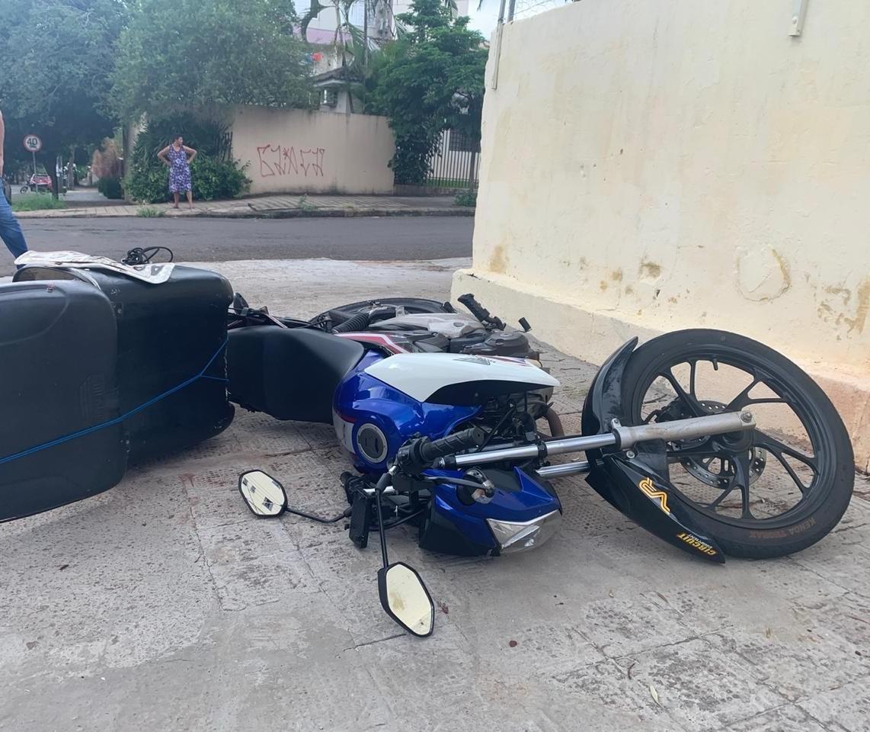 Motociclista fica ferido ao ser atingido por carro na Zona 7