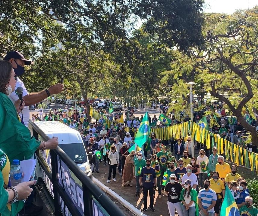 Manifestação a favor do voto auditável percorre o centro de Maringá