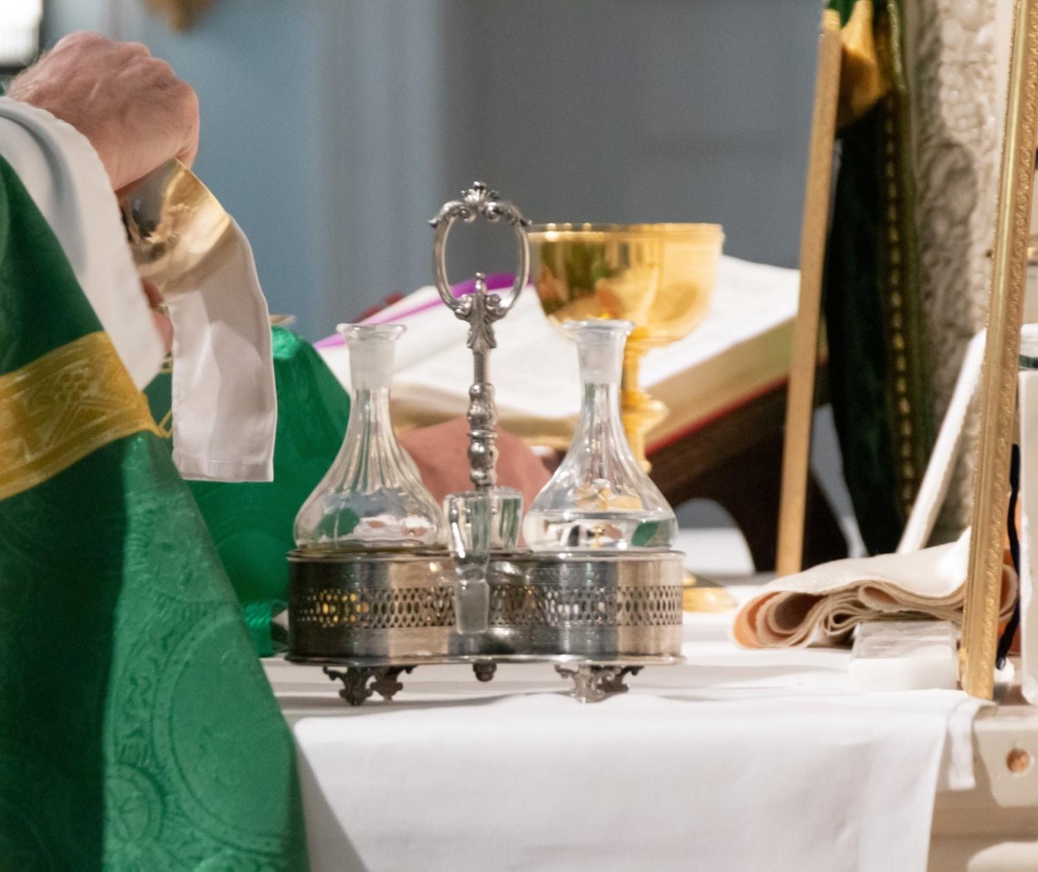 Com padres divididos, paróquias voltam a celebrar missa a partir de domingo (17) em Maringá