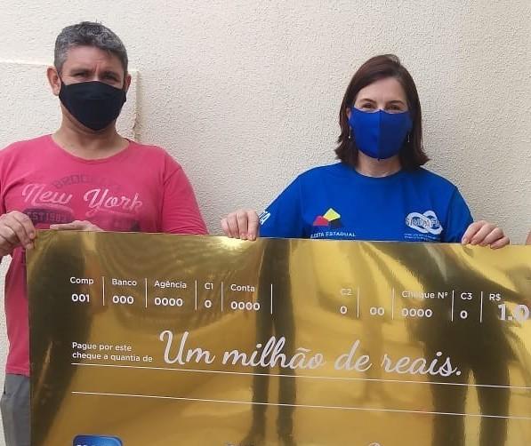 No dia em que recebeu prêmio milionário, contribuinte sorteado no Nota Paraná tinha assinado o aviso prévio