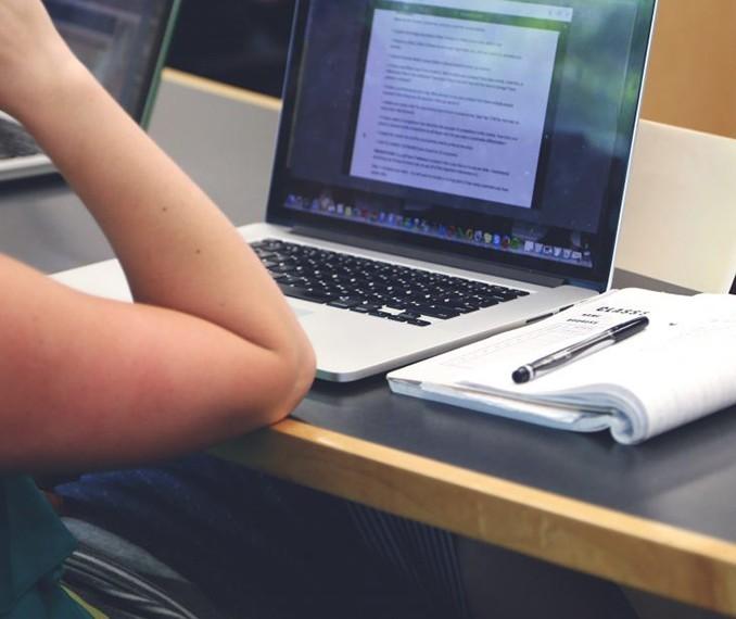 UEM consulta alunos para avaliar se há viabilidade para atividades online