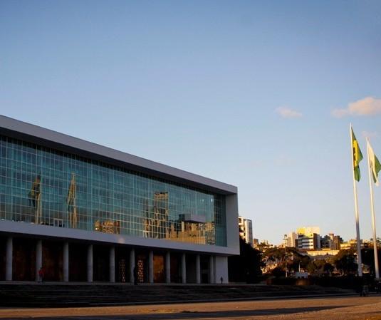 Toque de recolher no Paraná é prorrogado até o fim do mês
