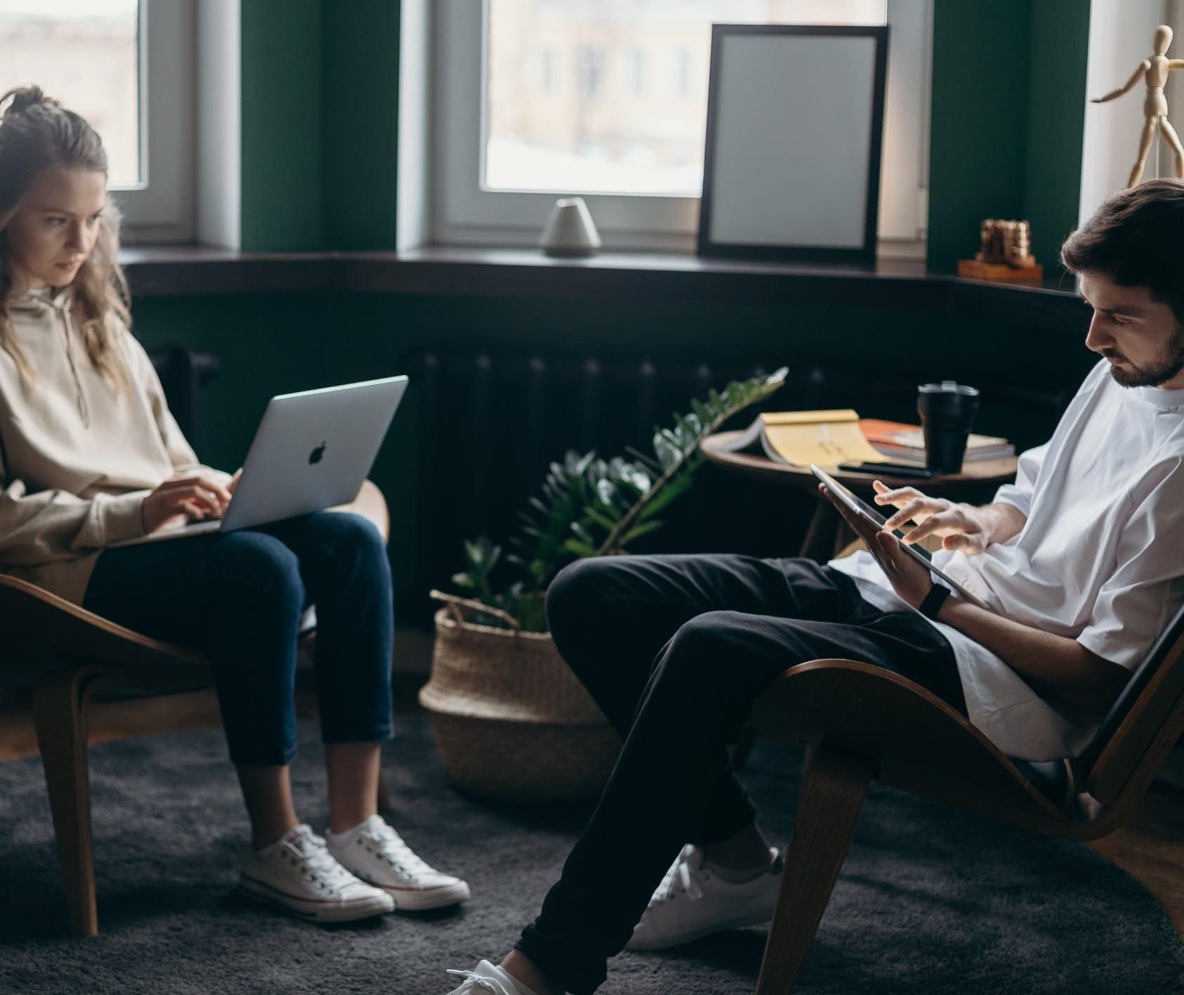 Trabalhar em casa pode causar crise no relacionamento pessoal