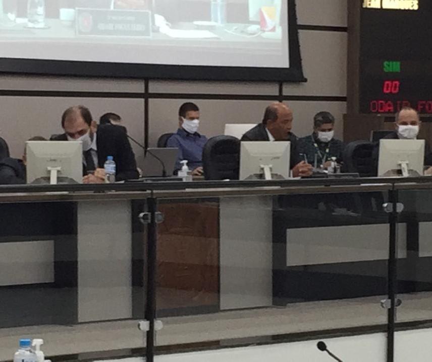 Toque de recolher provoca embate entre vereadores na Câmara de Maringá