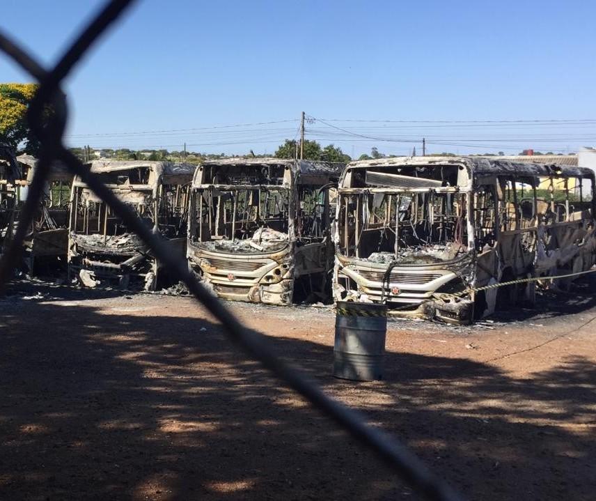 Polícia acredita que o incêndio na garagem da empresa de transporte metropolitano Cidade Verde pode ter sido criminoso