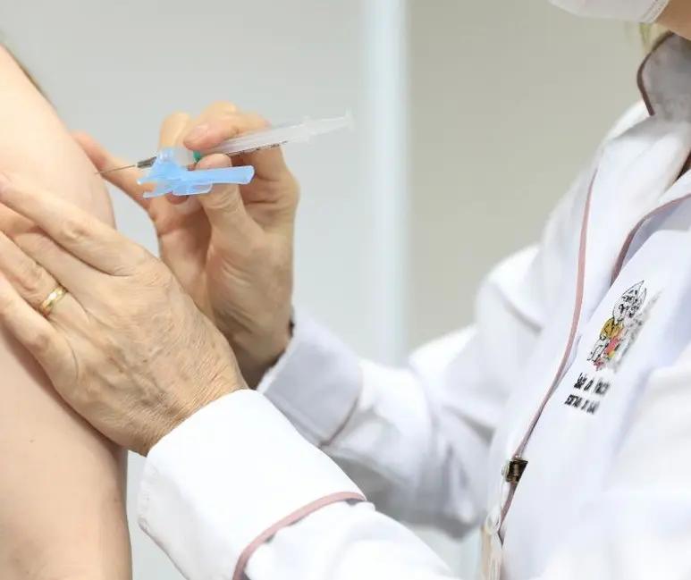 Maringá amplia vacinação para adultos com 30 anos completos