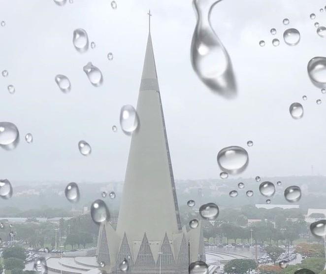 Ano novo começa com chuva e previsão de temporal em Maringá