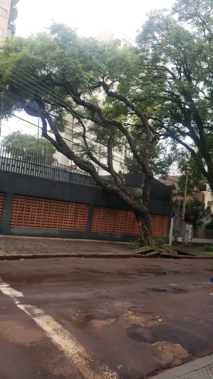 Chuva derruba muro e destrói casa no Jardim Alvorada em Maringá