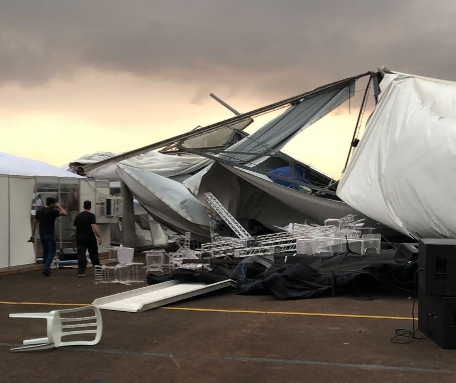 Ventos danificam estrutura preparada para evento com Bolsonaro em Maringá