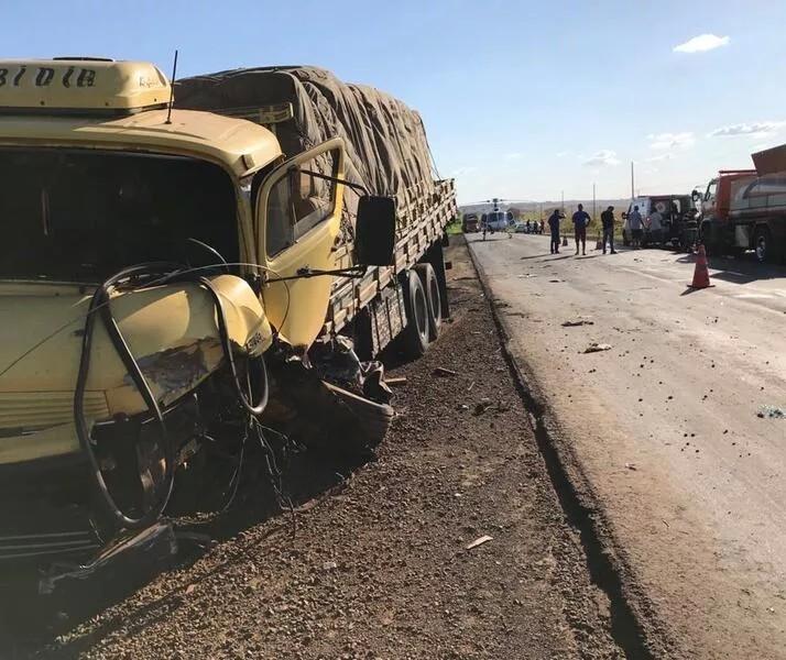Motorista morre e passageira fica ferida em acidente na PR-463