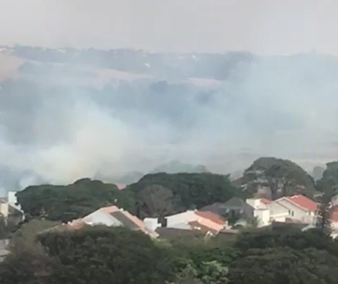 Incêndio atinge área do antigo aeroporto de Maringá; vídeo
