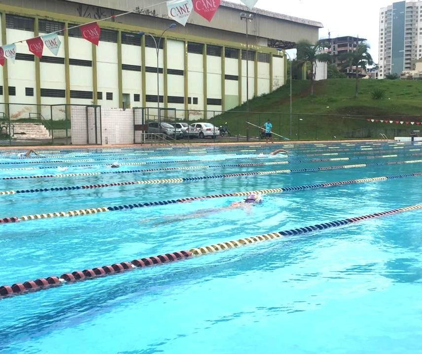 Nadadores vão se revezar durante 25 horas