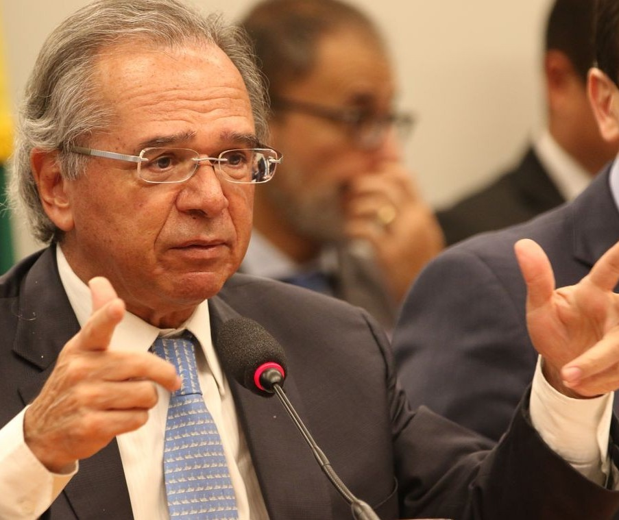 Paulo Guedes propõe injetar na economia recursos do FGTS