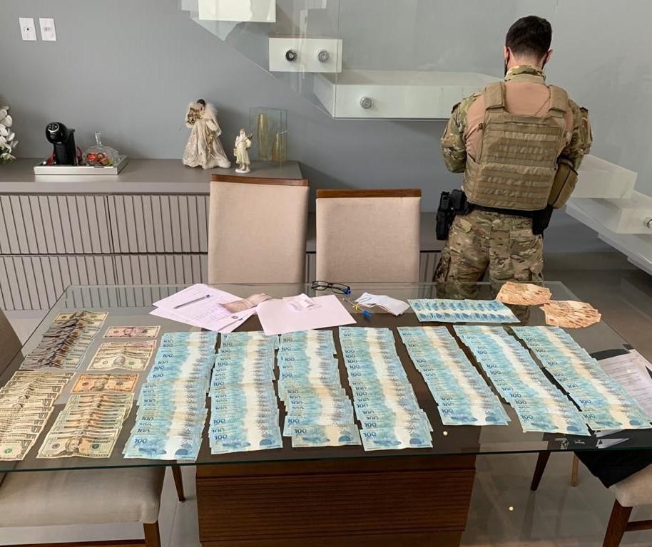 PF prende contrabandistas de cigarros e agrotóxicos
