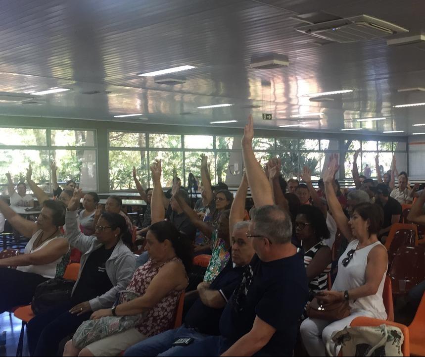 Servidores da UEM encerram paralisação
