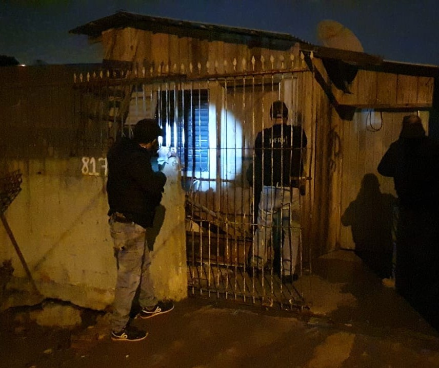 Polícia busca foragidos que receberam auxílio emergencial