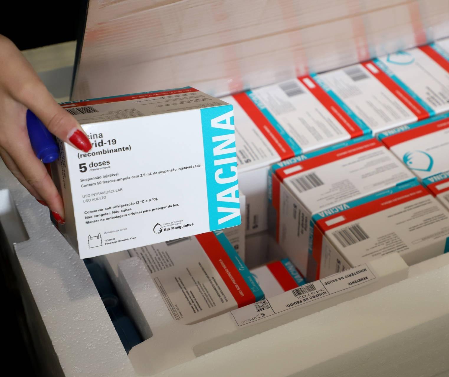 Paraná vai receber mais 451,7 mil vacinas da AstraZeneca esta semana, garante Sesa