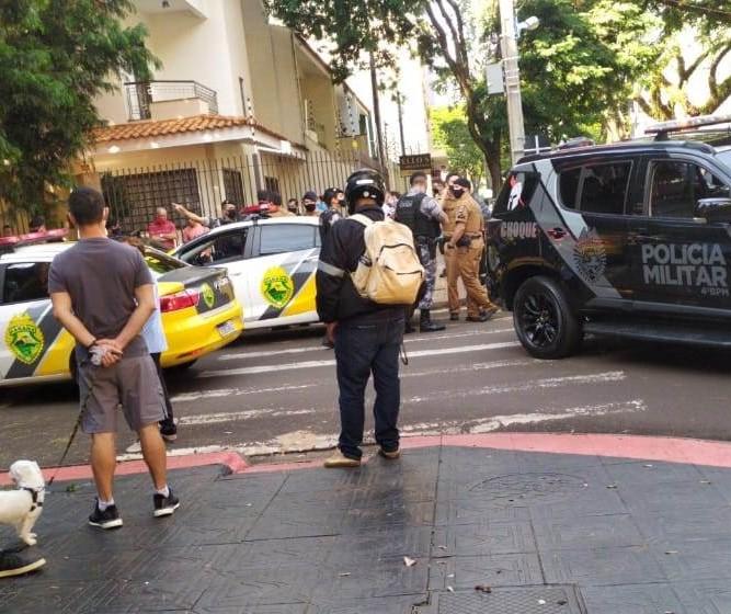 Em perseguição policial com troca de tiros, vários carros são atingidos em Maringá
