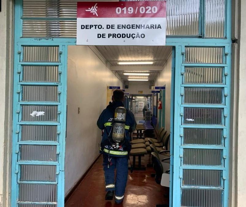 Dedetização na UEM gera alarme falso de incêndio e mobiliza bombeiros