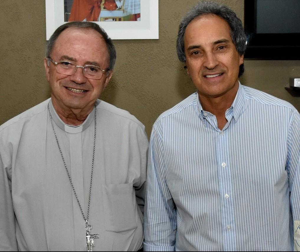 Administrador Apostólico da Arquidiocese de Maringá celebra missa