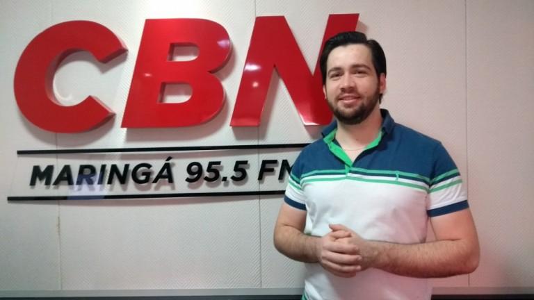 Taxa de crescimento do número de empresas e colaboradores em Maringá