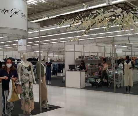 Após 22 dias do incêndio, shopping reinaugura nova estrutura improvisada