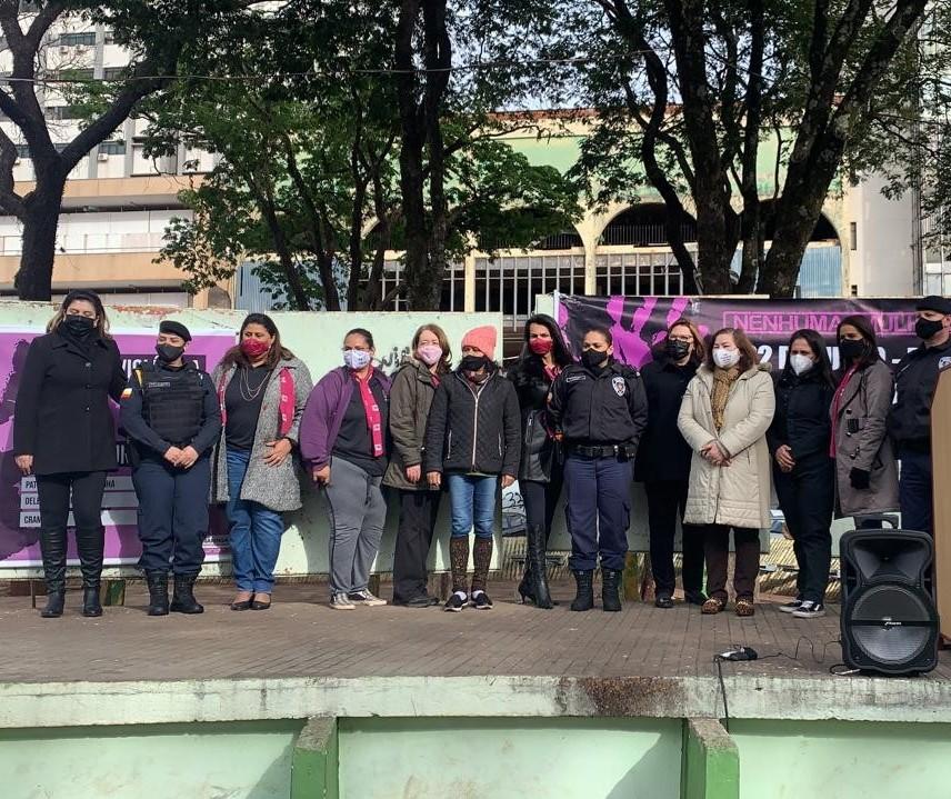 Ato pelo fim da violência doméstica é realizado em Maringá