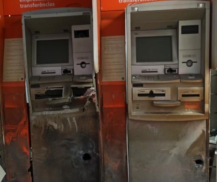 Ladrões explodem caixas eletrônicos em Mariluz