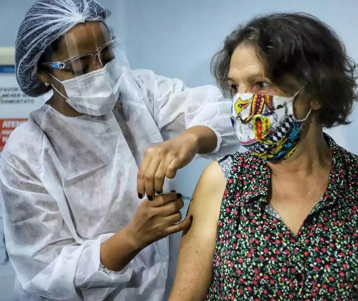 Covid-19 em Maringá: Estudo aponta queda de óbitos entre idosos em função da vacinação
