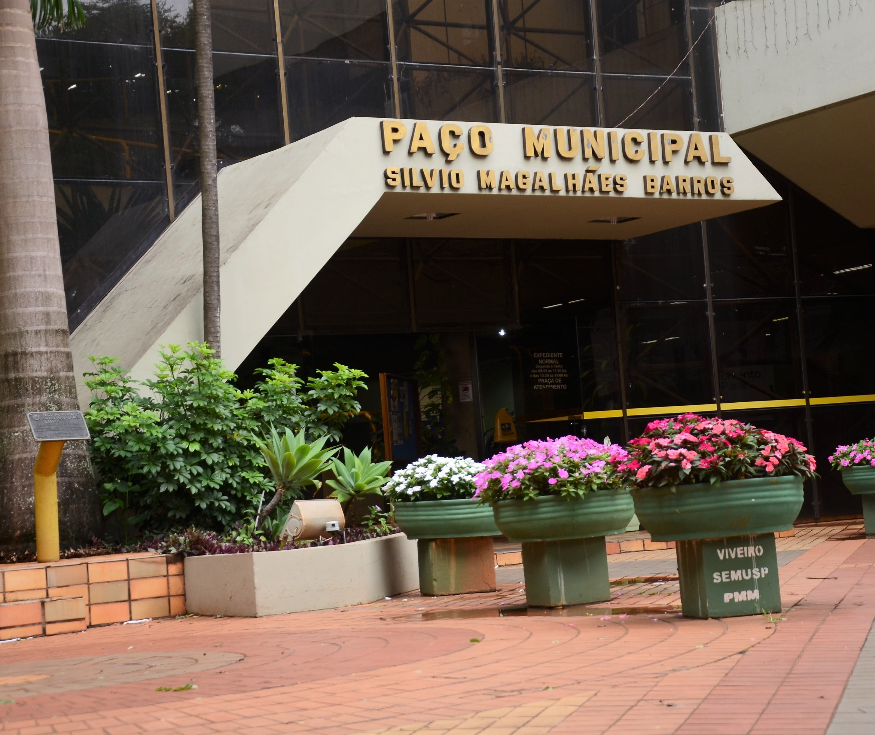 Secretarias municipais  de Maringá vão funcionar em turnos com 50% da equipe