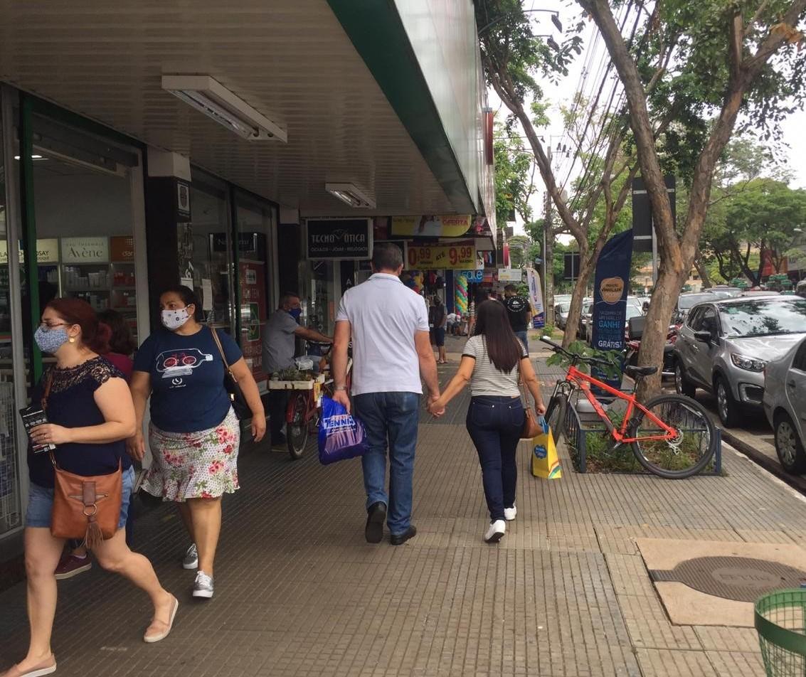 Decreto altera horário do comércio de rua e shoppings em Maringá