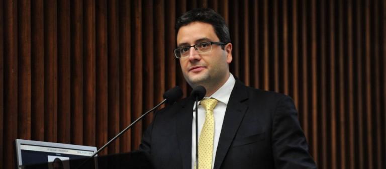 Promotores acionam Justiça e pedem explicação a deputado estadual