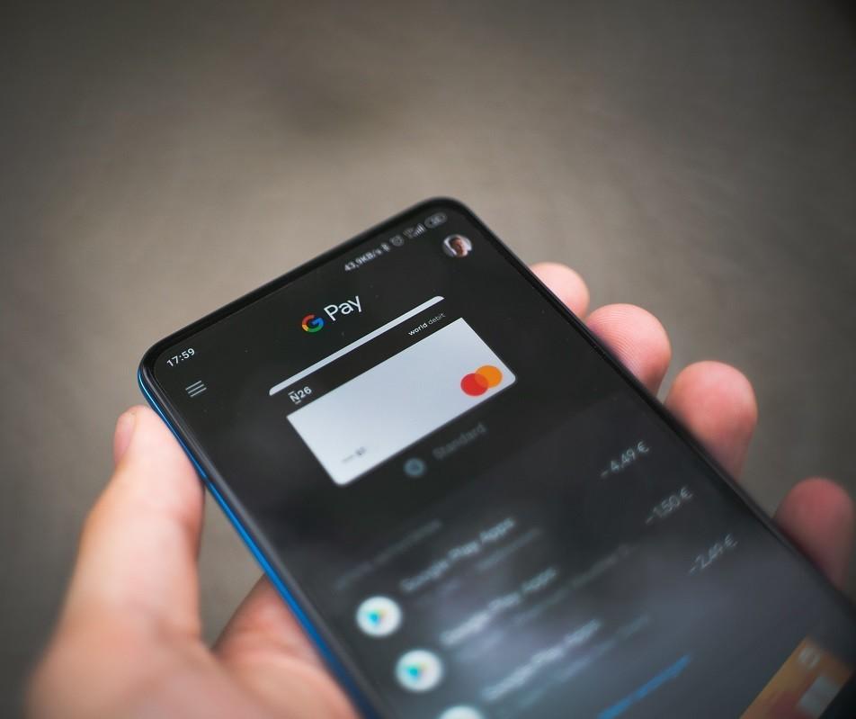 Pagamentos por aproximação chegam a 19 mi no mês e batem recorde, diz Mastercard