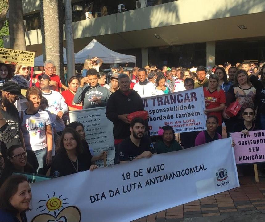 Pacientes com transtornos mentais saem em passeata em Maringá